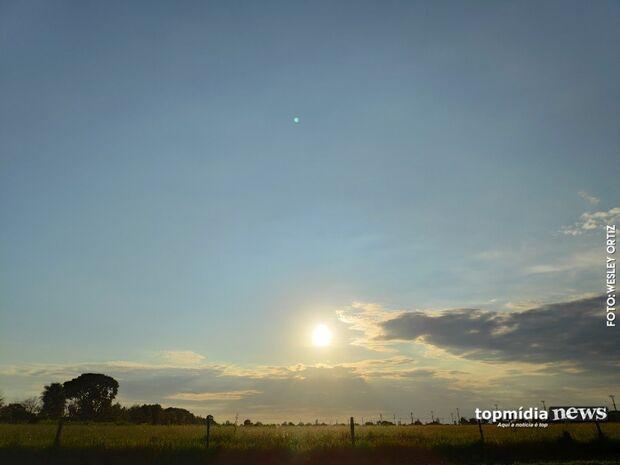 Terça-feira 'bipolar' começa com muito sol e calor; chuva pode surpreender no final da tarde