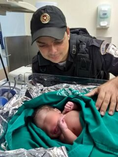 PM enfermeiro faz parto de grávida dentro de viatura