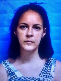 Mulher é presa após matar a filha de cinco meses afogada em piscina