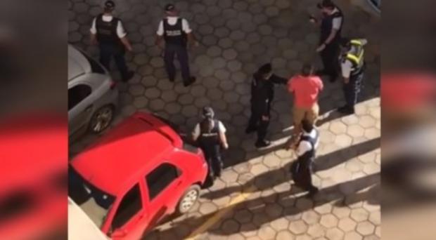 VÍDEO: policial militar pula de prédio após agredir mulher e efetuar disparos