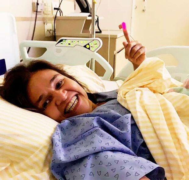 Fora da UTI, Claudia Rodrigues aparece pela primeira vez: 'Continuem orando por mim'