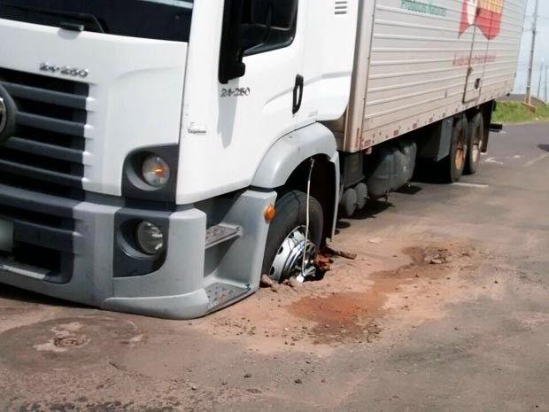 Caminhoneiro deve ser indenizado em R$ 81 mil por acidente ocasionado por buraco em MS