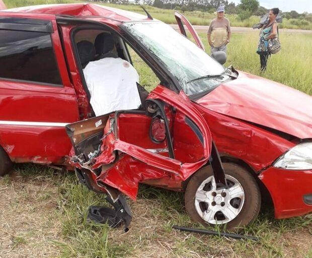Idosa morre e duas pessoas ficam feridas em batida entre carros de passeio