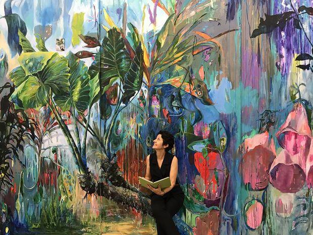 Universo encantado de natureza colorida de artista tem até desafio em exposição