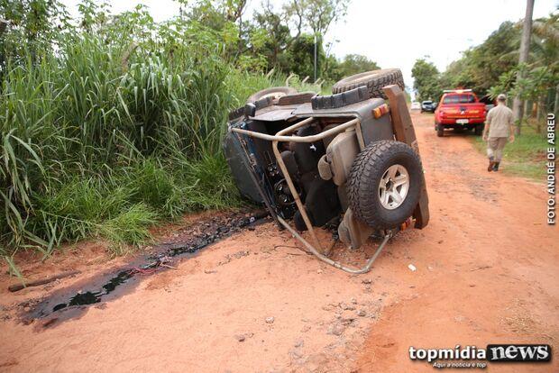 Soldado do Exército capota carro e fica ferido em estrada vicinal da Capital