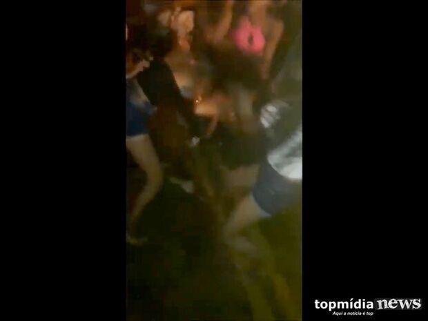 VÍDEO: Carnaval acabou, mas saldo é de pancadaria em festa de rua na Capital