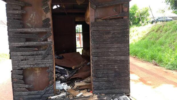 Usuários de drogas 'tocam o terror' e destroem trailers na antiga linha de trem de Campo Grande