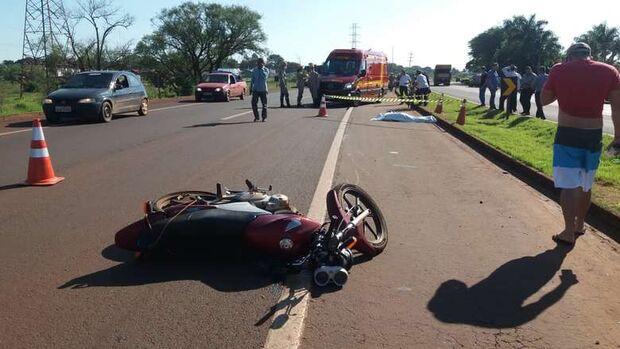 Acidente entre carro e moto mata idoso na BR-163