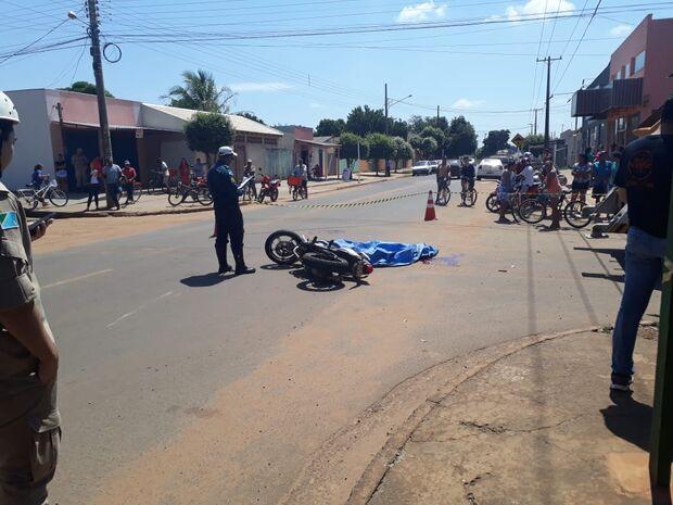 Motociclista tenta evitar batida, cai embaixo de caminhão e morre no São Conrado