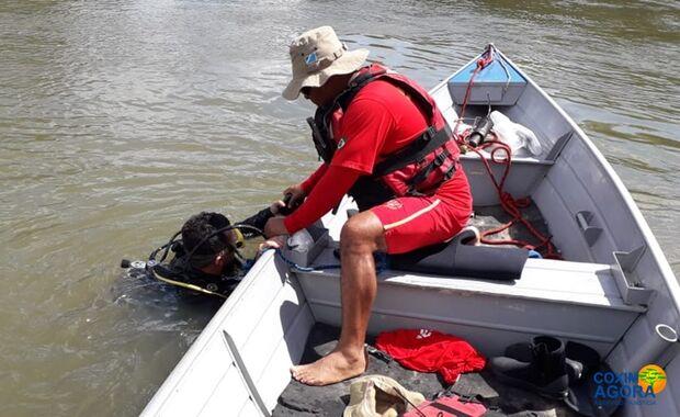 Bombeiros ainda procuram caseiro que caiu no rio Correntes após colisão entre barcos