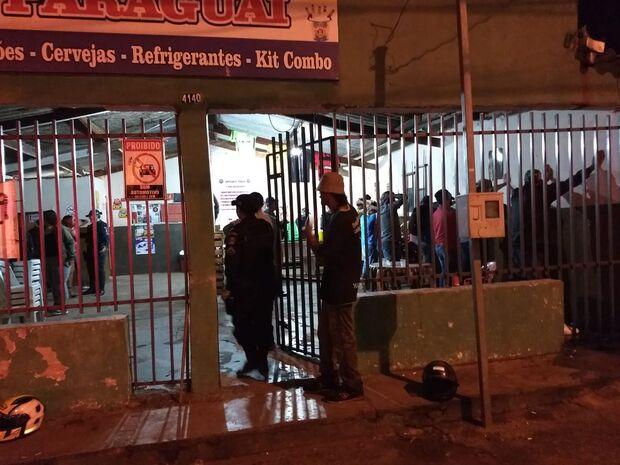 1ª noite de Carnaval: polícia faz batida em bares e prende bêbados em blitz
