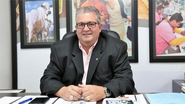 TEM QUE ANDAR NA LINHA: Marquinhos Trad exonera secretário de Desenvolvimento