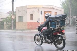 OLHA A CHUVA: cumprindo a previsão, chuva chega no primeiro dia de Carnaval