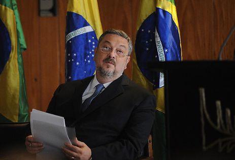 Palocci acusa Lula de negociata na compra de submarinos franceses