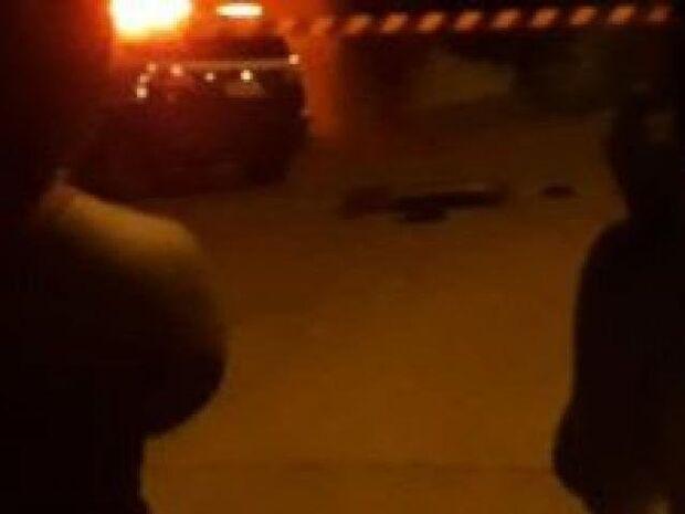 Um morre e outro é preso pela PM após assalto a conveniência