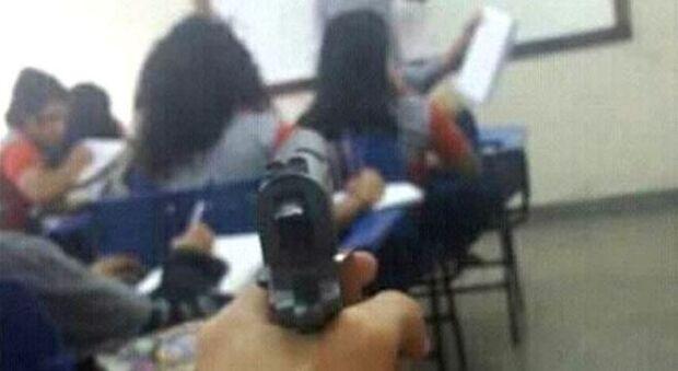 A cada 15 horas uma arma é achada em escolas estaduais