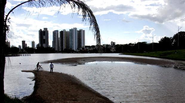 Governo e Prefeitura vão definir cronograma para desassorear lago do Parque das Nações