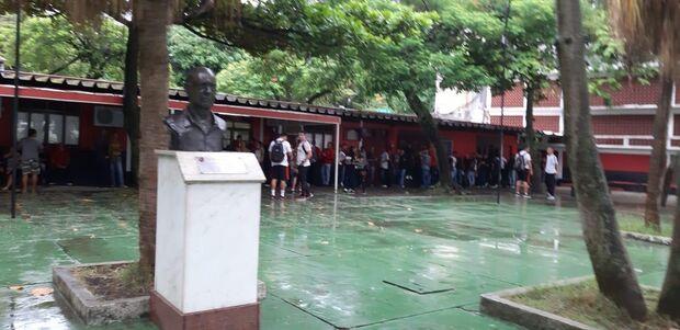 Base do Flamengo se reapresenta na Gávea após incêndio no Ninho do Urubu