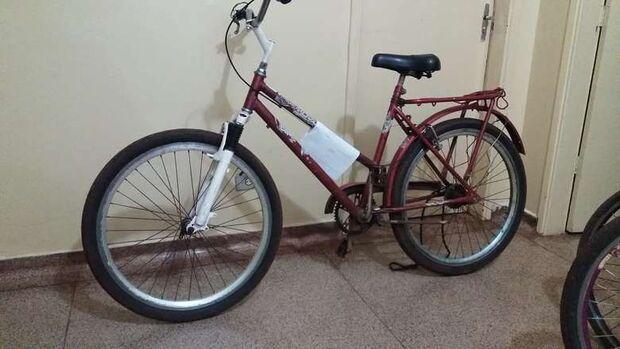 Homem é preso com bicicleta furtada e alega que item era pagamento por carpir terreno