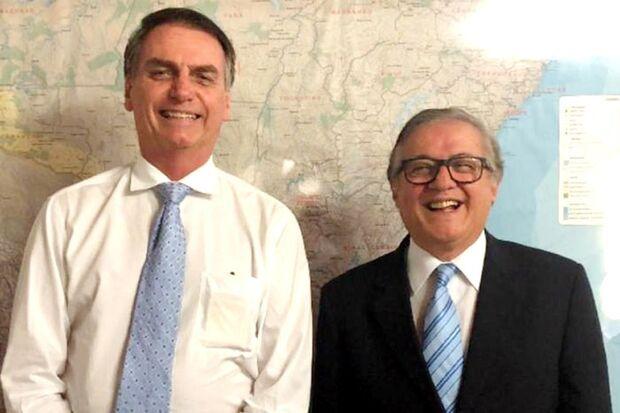 Bolsonaro diz que ministro da Educação está mantido no cargo