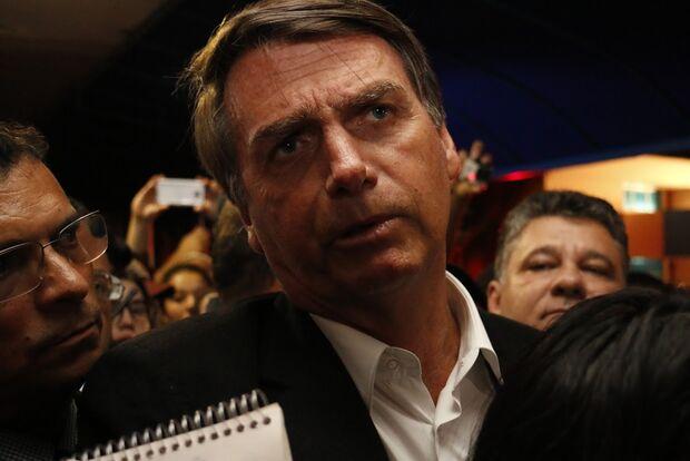 Sobre Temer na cadeia, Bolsonaro dispara: 'cada um responde por seus atos'