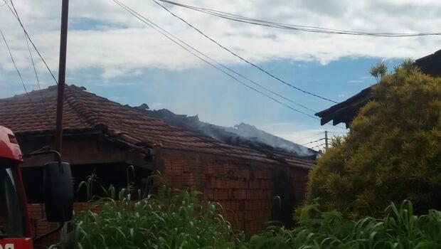 Casa é incendiada e morador coloca culpa em 'namorada'