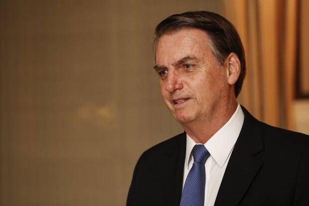 Bolsonaro publica decreto que dispensa visto de EUA e mais três países