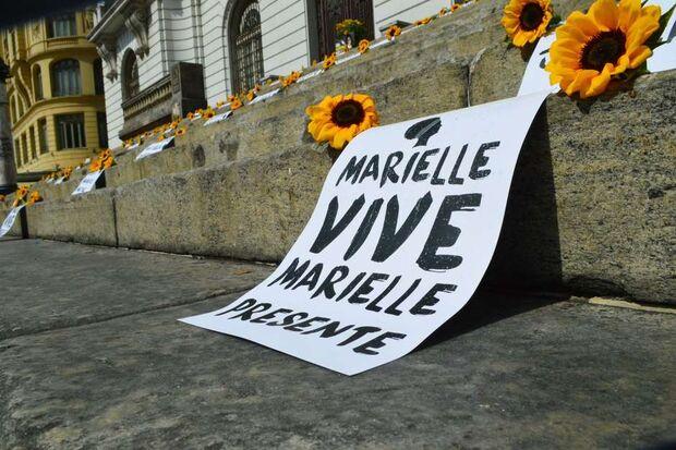 Com latidos, deputados criam mal estar em ato por Marielle