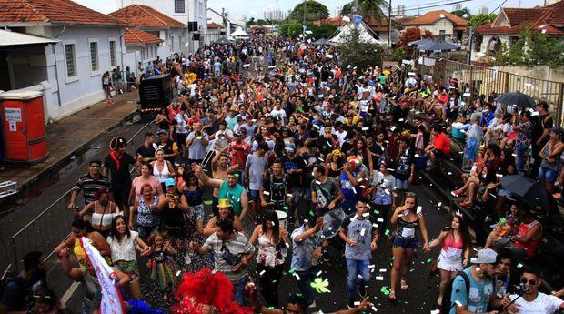 Avenida Calógeras recebe pela primeira vez Carnaval dos Blocos Oficiais em Campo Grande