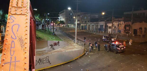 VÍDEO: Carnaval da Capital termina com quebra-quebra e bombas de gás
