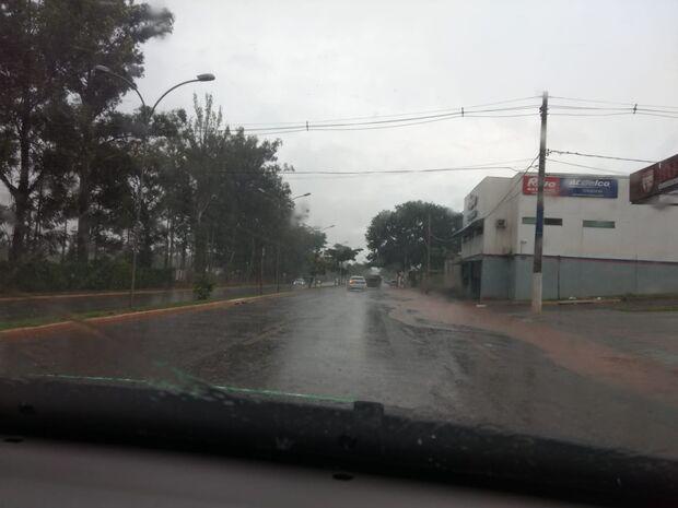 Pontos que ficaram debaixo d'água na última chuva 'sobrevivem' a nova tempestade