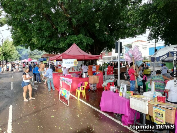 Ambulantes 'bombam' e comemoram vendas no Carnaval de Campo Grande