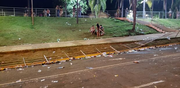 Na Lata: campo-grandense reclama de cancelamento de Carnaval, mas vândalos destroem Centro