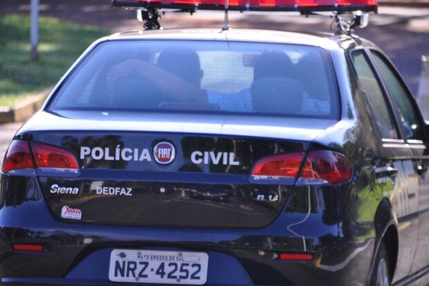 Pai é agredido com capacete e ameaçado com faca enquanto busca filhos na escola