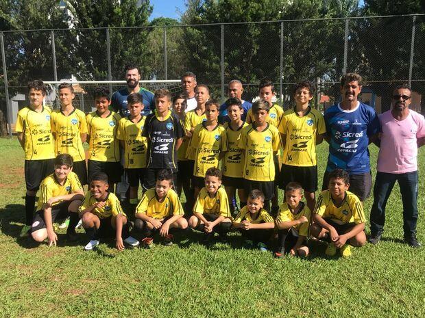 Criada há dois anos, escolinha de futebol gratuita vai atender crianças de 5 a 8 anos