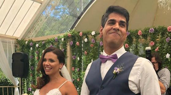 Ex-marido de Lulu Santos se casa com a noiva e cantor abençoa união