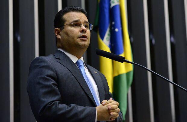 'Obrigar alunos a entoarem bordão da campanha do presidente é ilegal', dispara Fábio Trad