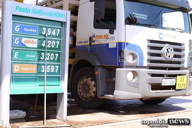 Preço da gasolina dispara na Capital e valor nas bombas passa dos R$ 4