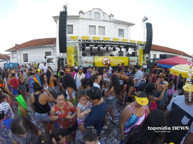 De geração em geração, criançada se diverte no Carnaval incentivada pelos pais