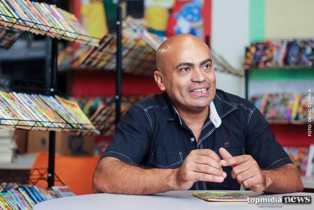 Idealizador de projetos com livros e gibis sonha em criar kombi da leitura na Capital