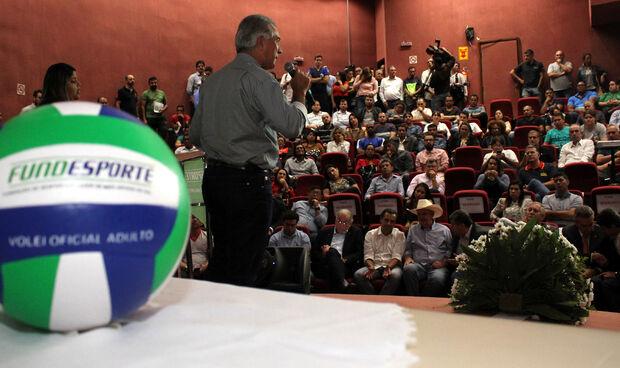 Azambuja defende esporte como ferramenta social em debate de políticas públicas para o setor