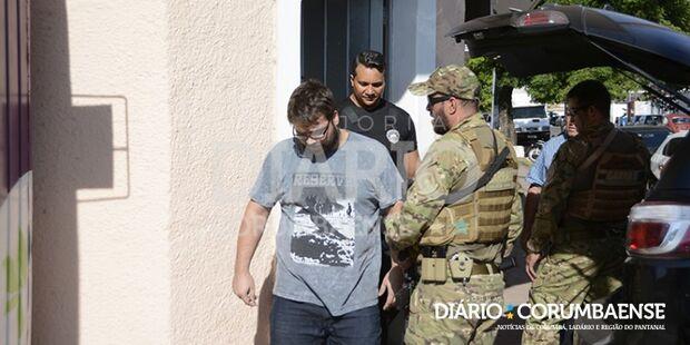 Delegado e policial presos suspeito de matar boliviano em ambulância são transferidos para a Capital