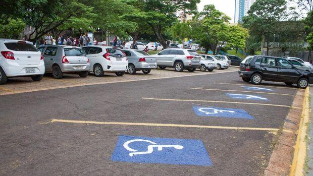Prefeitura cria vagas de estacionamento exclusivas para contribuintes