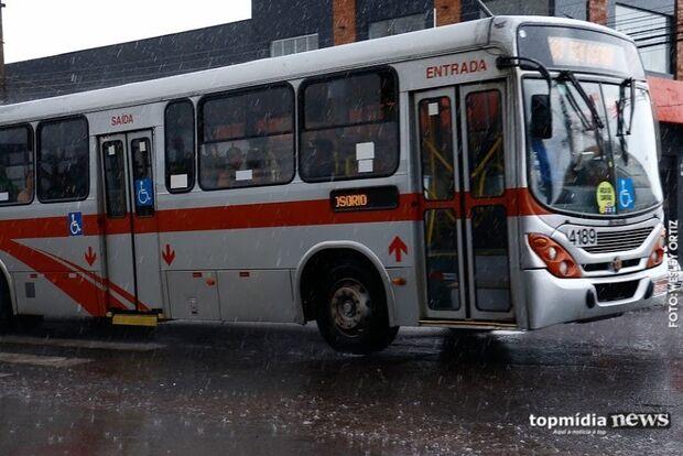 Homem é preso após roubar ônibus e dirigir por cerca de 25 km