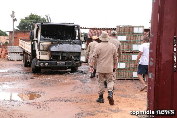 Jovem coloca fogo em caminhão do amigo após discussão