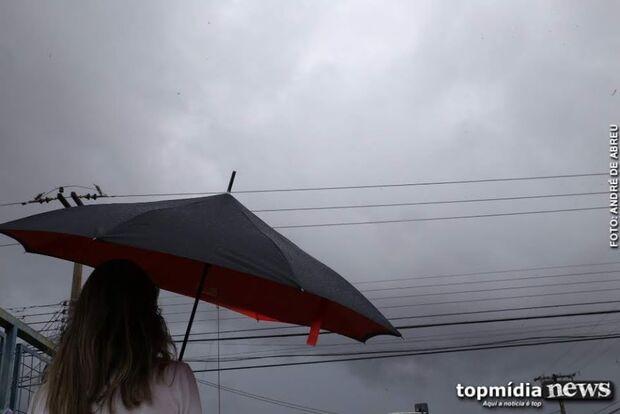 Céu desaba na Capital e fim de semana termina em chuva