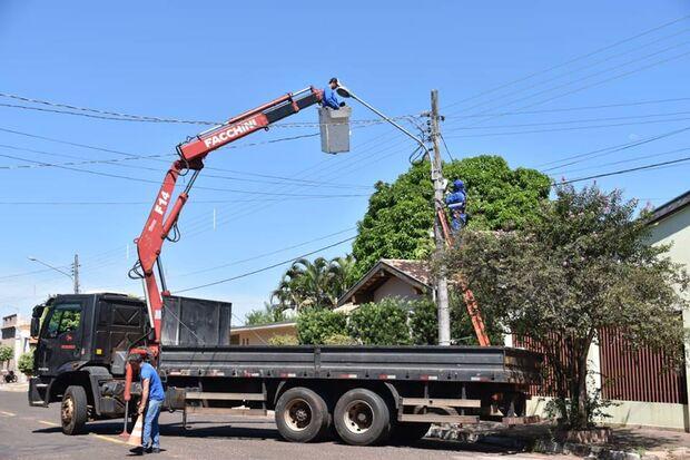 AQUIDAUANA: prefeitura troca luminárias comuns por lâmpadas de LED