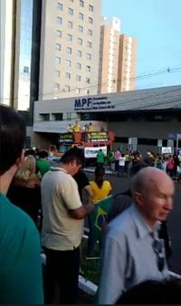 Ato contra o STF e em favor da Lava-Jato reúne mil na Afonso Pena