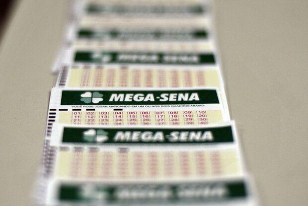 Mega-Sena acumula e pode pagar R$ 6 milhões na quarta-feira