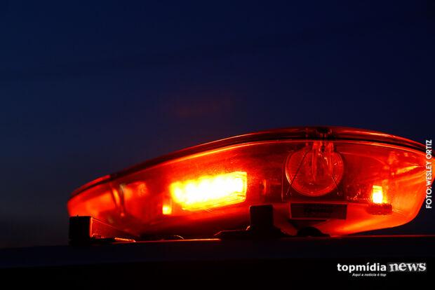 Homem bêbado bate em carro estacionado no Universitário e desconta a raiva na PM: 'ladrões safados'